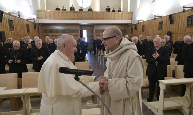Papa Francisc, exerciții spirituale: Dumnezeu este mereu prezent în cele omenești
