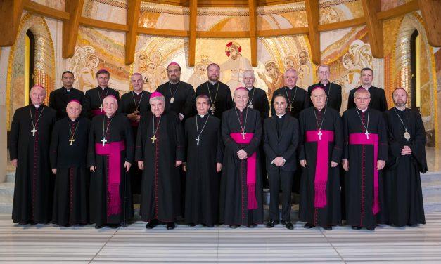 COMUNICAT DE PRESĂ: Episcopii catolici îl așteaptă cu brațele deschise pe Papa Francisc în România
