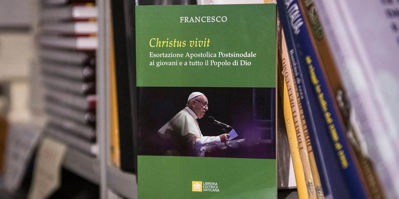 """Exortaţia Papei Francisc dedicată tinerilor: """"Christus vivit""""!"""