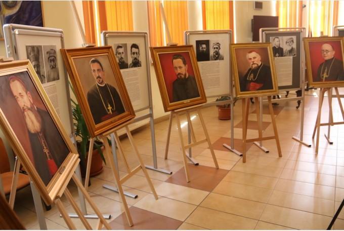 """Ştefan Popa-Popa's a expus la Biblioteca Judeţeană din Oradea – """"Martirii"""", în şapte portrete"""