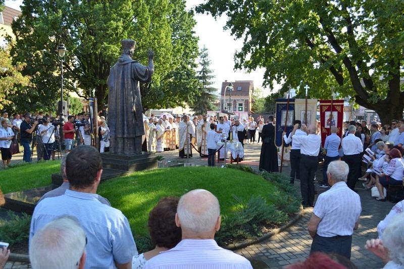 Sfințirea statuii Fericitului Arhiereu Iuliu Hossu la Târgu Mureș