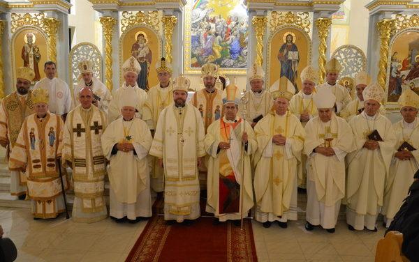 """Nunțiul Apostolic la Baia Mare: """"Să încredințăm acum mijlocirii materne a Sfintei Fecioare lucrările din aceste zile ale Conferinței Episcopale"""""""