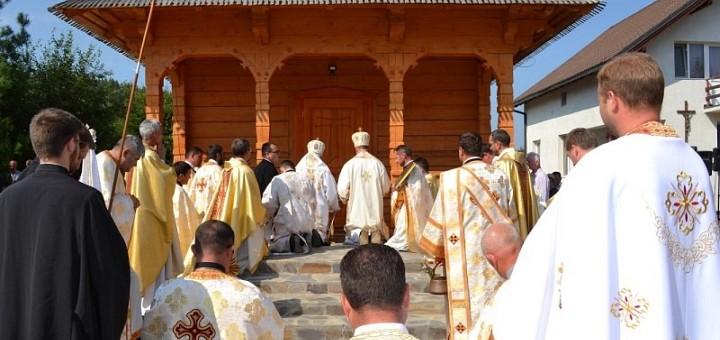 Sfințirea la Târgu Lăpuș a primei biserici închinată Episcopilor greco-catolici martiri