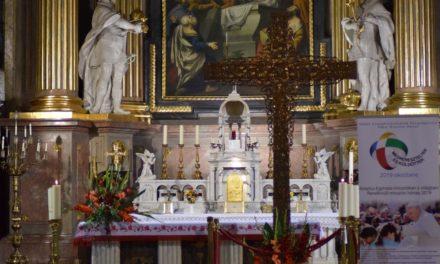 Crucea Misionară, simbol al Congresului Euharistic, la Oradea