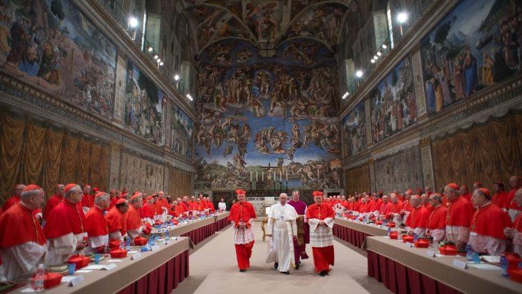Papa Francisc prezidează un consistoriu pentru 13 noi cardinalia