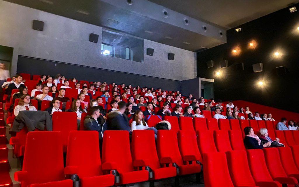 """Elevii Liceului Iuliu Maniu la filmul """"Cardinalul"""""""