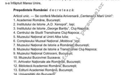 """Conferirea Medaliei Aniversare """"Centenarul Marii Uniri"""" Parohiei Bădăcin"""