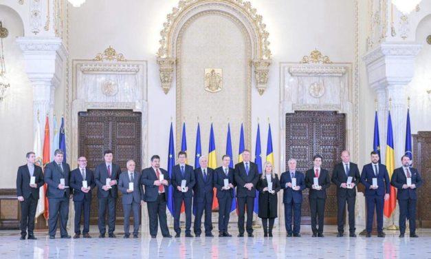 """Ceremonia de înmânare a Medaliei aniversare """"Centenarul Marii Uniri"""""""