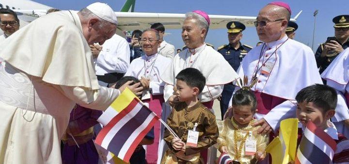 Papa Francisc a ajuns în Thailanda