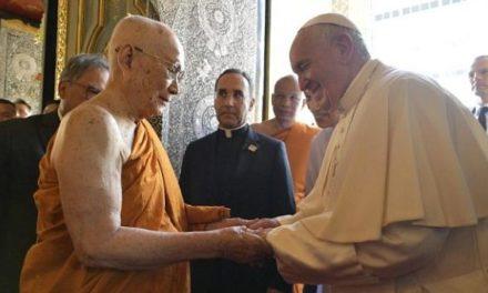 """Papa în Thailanda: Catolicii și budiștii pot trăi ca """"buni vecini"""""""