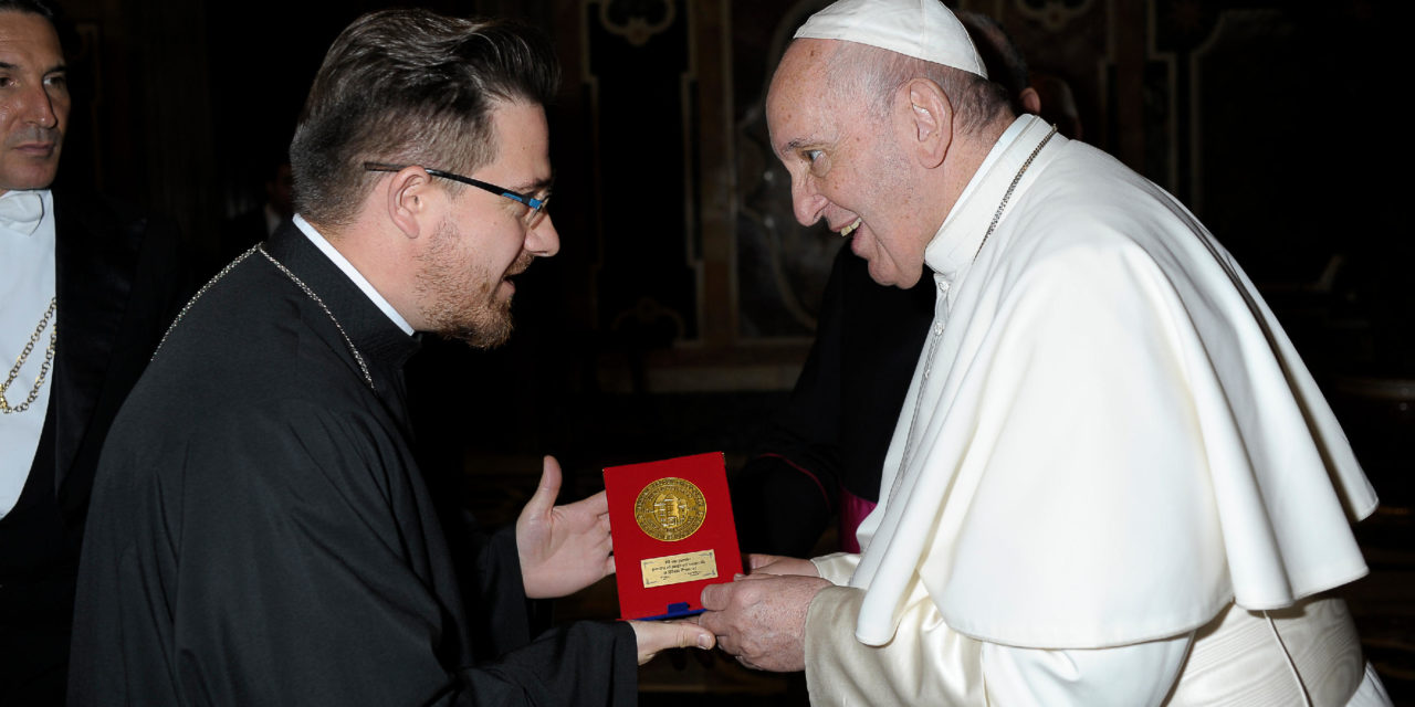 Ecou jubiliar. Papa Francisc primește Medalia Jubiliară 225