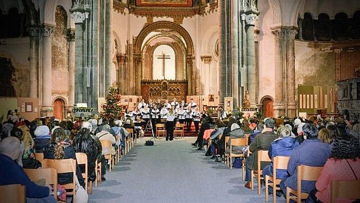 """Colinde româneşti și vernisajul expoziției """"Iconosemne"""" în Biserica Regală Sfânta Maria din Bruxelles"""