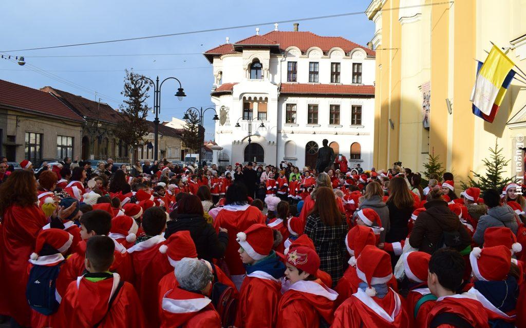 Peste 350 de copii au împânzit oraşul – Colindul Moşilor a adus bucurie orădenilor