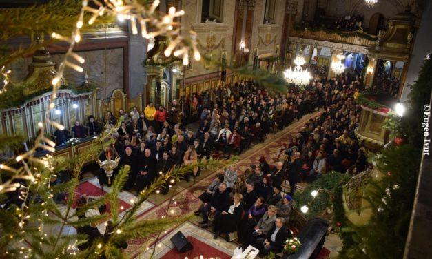 """""""Cristos se naște, măriți-L! Cristos din ceruri, întâmpinați-L!,Cristos pe pământ, înălțați-vă!"""""""