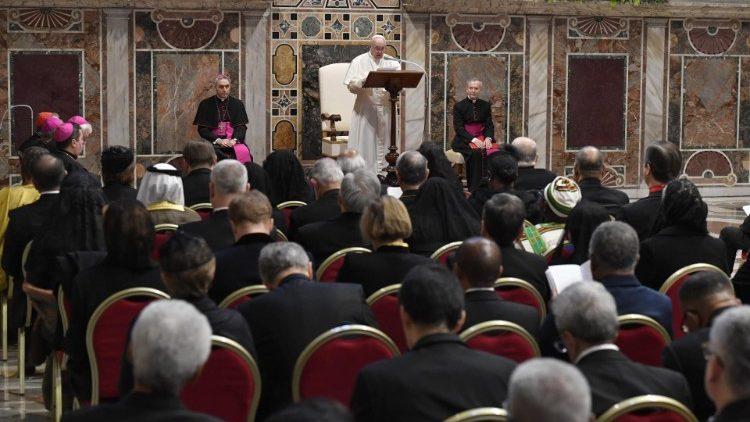 Papa Francisc, Corpului Diplomatic: în fața problemelor omenirii, avem datoria speranței
