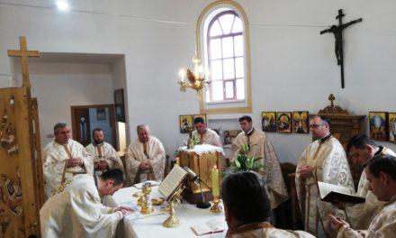"""Biserica Greco-Catolică """"Sfinții Trei Ierarhi"""" din Beiuș și-a sărbătorit hramul"""