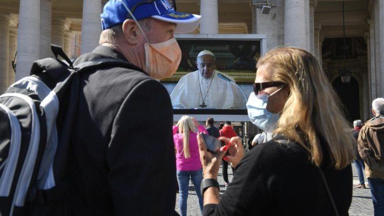 Angelus. Papa Francisc: Sunt alături de cei care suferă din cauza epidemiei de Coronavirus