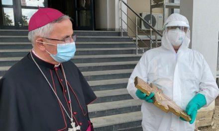 Binecuvântarea și donațiile Sfântului Părinte au ajuns la Spitalul Județean de Urgență Suceava