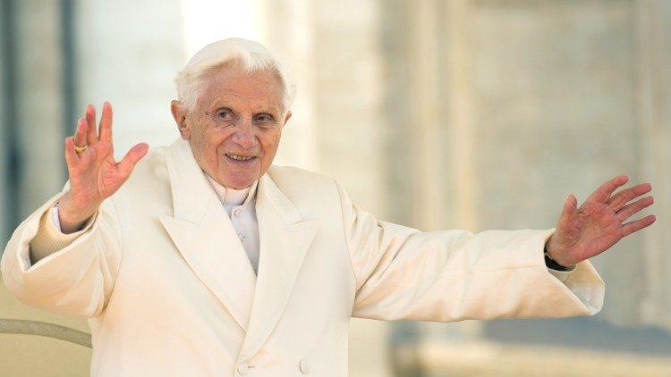 Benedict XVI împlinește 93 de ani și se roagă pentru bolnavii de Covid-19