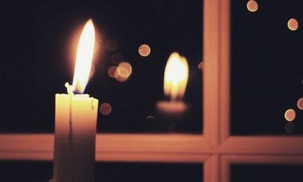 Inițiativa Episcopilor europeni: Aprindeți o lumânare la fereastră în ajunul Paștelui