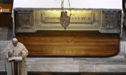 Papa Francisc: Sfântul Ioan Paul al II-lea, un om al rugăciunii, al apropierii şi al dreptăţii