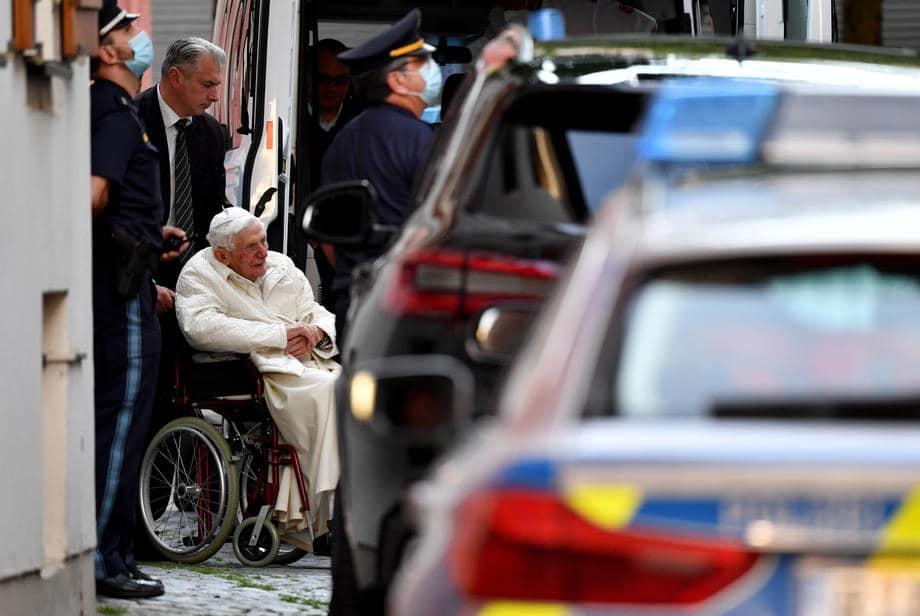 Papa Emerit se întoarce astăzi în Vatican