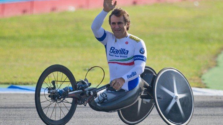 Papa Francisc îi scrie sportivului italian paralimpic Alex Zanardi, în comă după un accident rutier