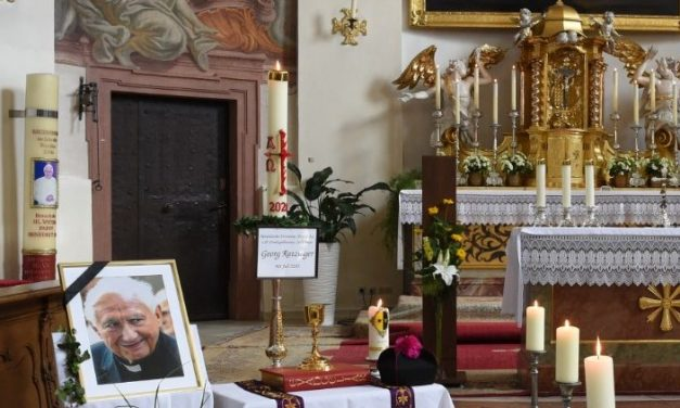 "Funeraliile pr. Georg Ratzinger. Papa emerit Benedict: ""Un om al lui Dumnezeu"""
