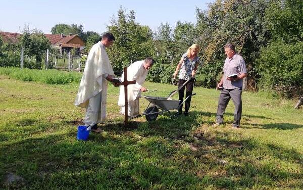 Sfințirea pietrei de temelie pentru noua Biserică Greco-Catolică din Ginta