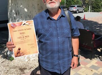 """Directorul revistei de cultură """"Familia"""" laureat al Premiului pentru Poezie"""