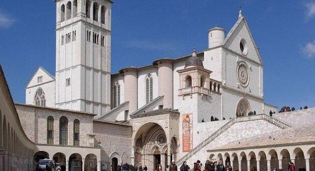 Papa Francisc va semna o nouă enciclică despre fraternitatea umană