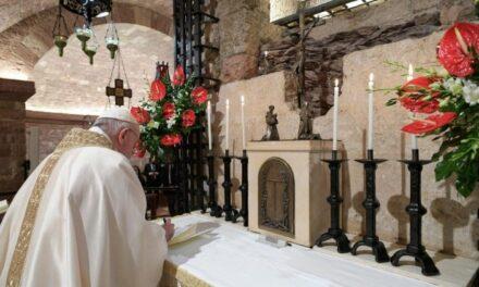 "Papa Francisc a semnat la Assisi noua sa enciclică ""Fratelli tutti"""