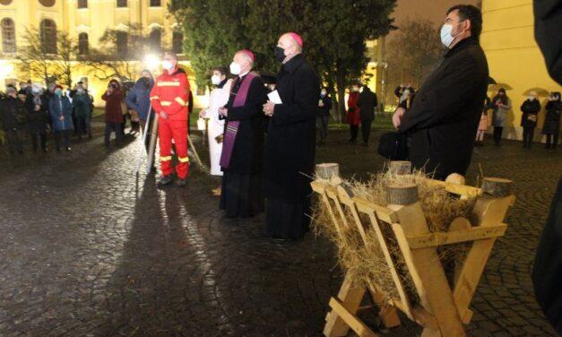 Un medic de ambulanță a aprins prima lumânare pe coroana de Advent