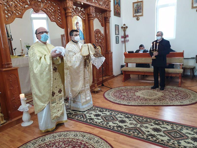 Vizita părintelui vicar cu preoții Antoniu Chifor în Parohia Chei Pustă