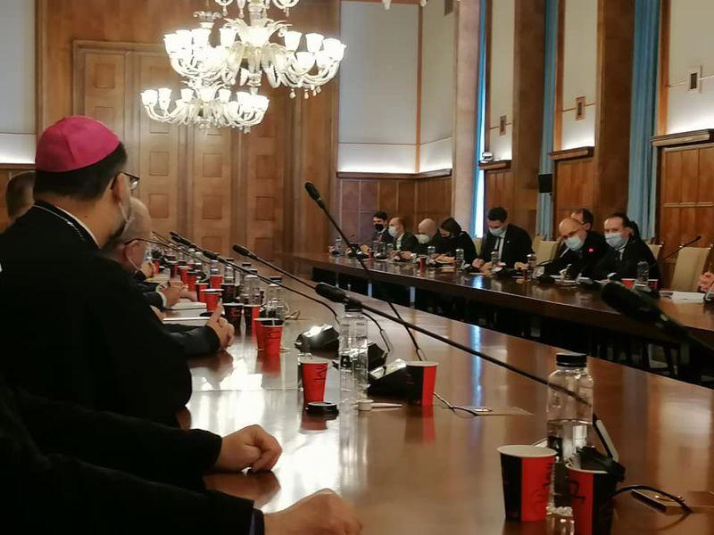 Comunicat: ÎPS Aurel Percă, Arhiepiscop Mitropolit de București, confirmă prezența fizică a credincioșilor în biserici pentru Paștele romano-catolic