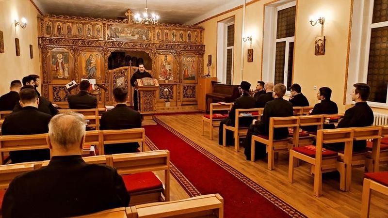 Părintele Vicar General Mihai Vătămănelu a vizitat Comunitatea Seminarului din Oradea