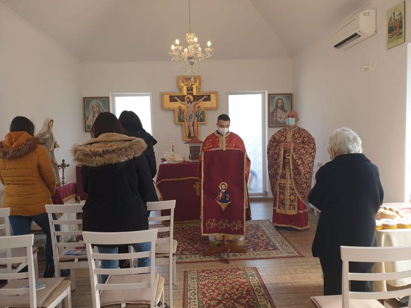 """Parohia """"Sfântul Dumitru"""" a primit vizita părintelui vicar cu preoții"""