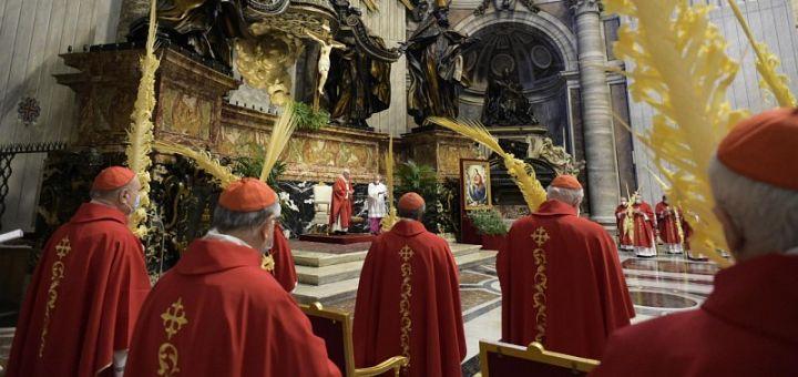 Papa Francisc: Să ne lăsăm uimiți de Isus
