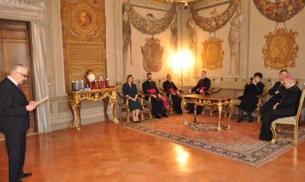 Ceremonie de decorare a unor înalți reprezentanți ai Sfântului Scaun