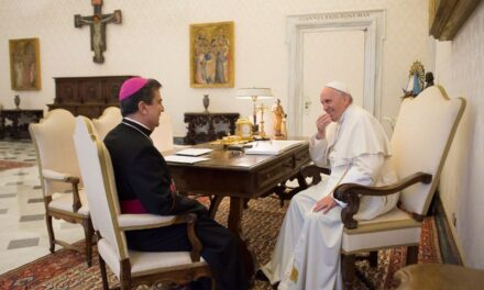 La papa Francisc, nunțiul apostolic la București, mons. Miguel Maury Buendia