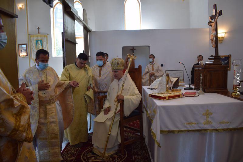 """Hirotonire de preot și prima împărtășanie solemnă în Parohia """"Schimbarea la față"""" din Nufărul"""