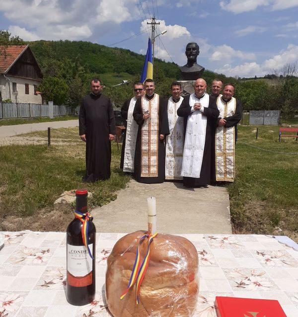 Părintele Vicar cu preoții prezent în Parohia Poiana