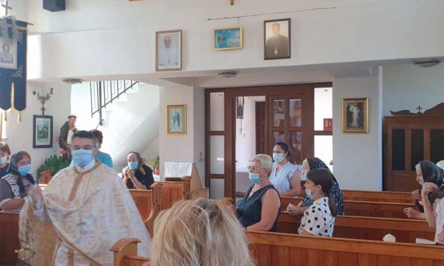 Părintele vicar cu preoții prezent în Parohia Ghenetea