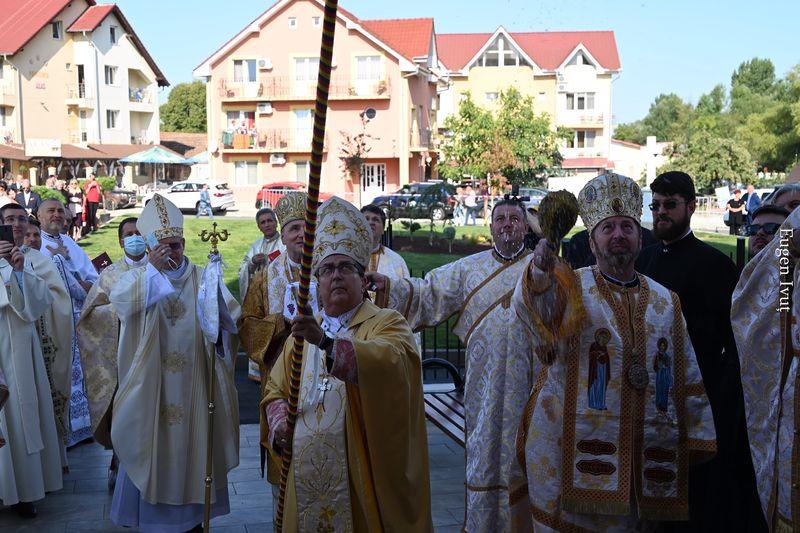 Nunțiul Apostolic a sfințit lucrările de reabilitare a Bisericii greco-catolice din Haieu