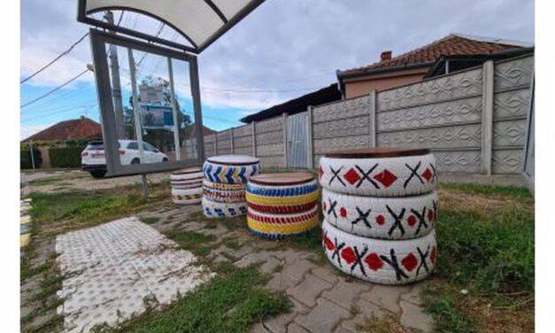 """Stație de autobuz inedită în Oradea, realizată de elevii Liceului """"Don Orione"""""""