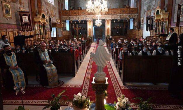 Peste 1000 de copii s-au rugat Rozarul în Oradea