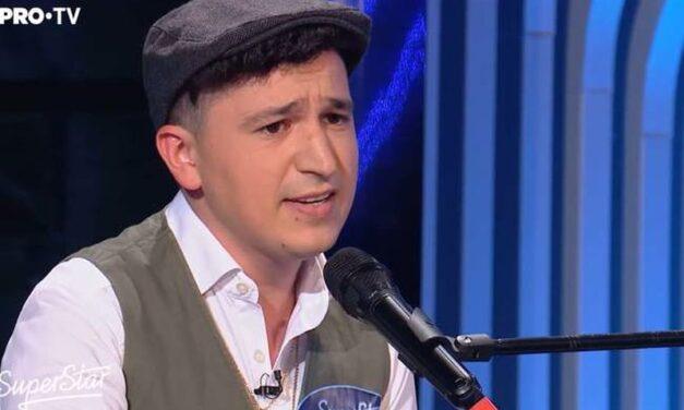 """Orădeanul Ovidiu Lazăr, o voce de aur pe scena talentelor de la """"SuperStar""""."""