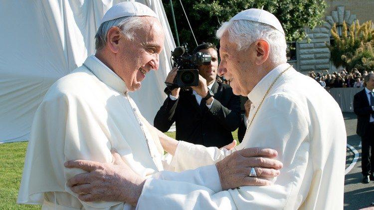 Papa Francisc și papa Benedict, preocupați de conflictele dintre drepturile omului