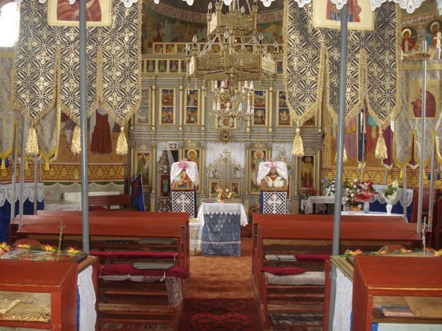 Comunitatea greco-catolica din Holod a intrat în biserica stramoseasca,