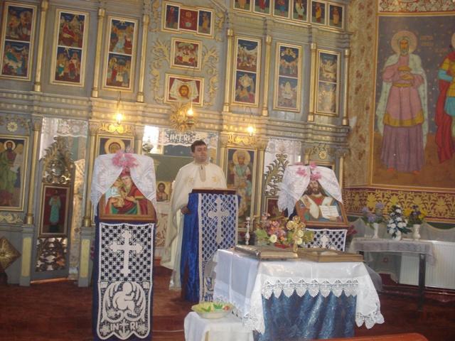 Prima Sfânta Liturghie dupa 65 de ani în biserica parohiala din Holod,